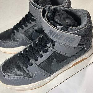 Nike SB Shoes Grey/Black, Size 1.5Y, EUC